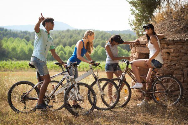Oller del mas ruta pedalant entre vinyes